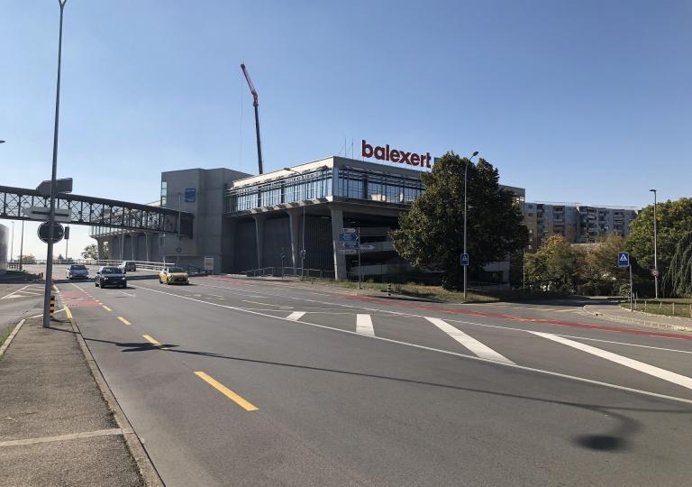 Centres Commerciaux, Administratifs, Médicaux